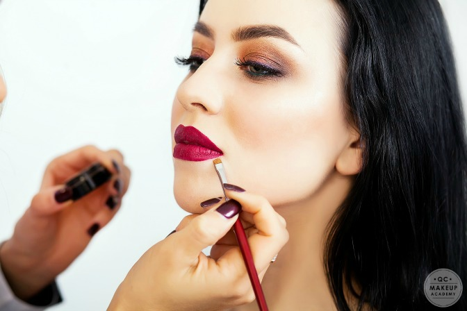 Finding makeup artistry training courses online