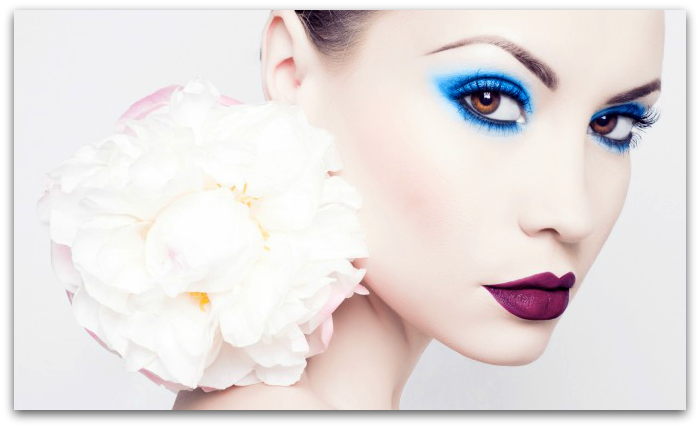 Learn to apply makeup professional with online makeup classes
