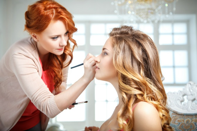 Create a perfect eyeshadow look for your makeup artistry clients
