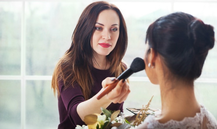 Makeup Artist Training from online courses and start a makeup artist business