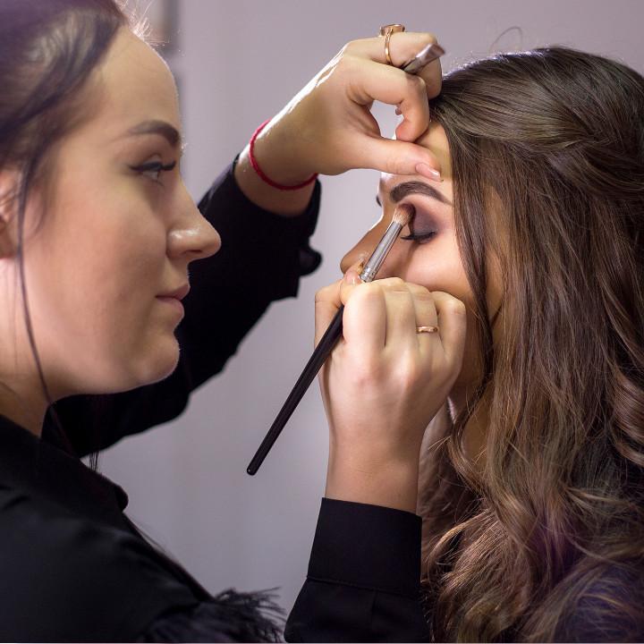How To Get A Job As Mac Makeup Artist