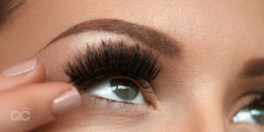 stacking false eyelashes