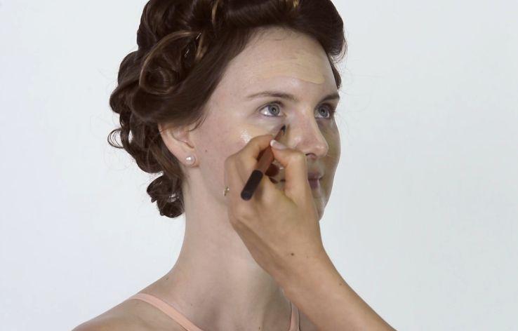 Applying foundation for Miranda Kerr makeup tutorial