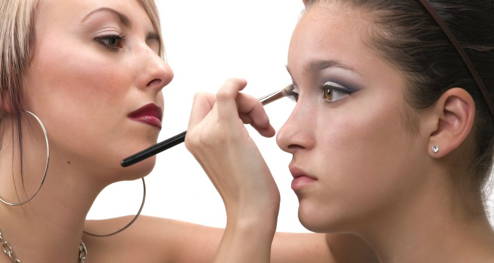 How to Find Makeup Artistry Jobs