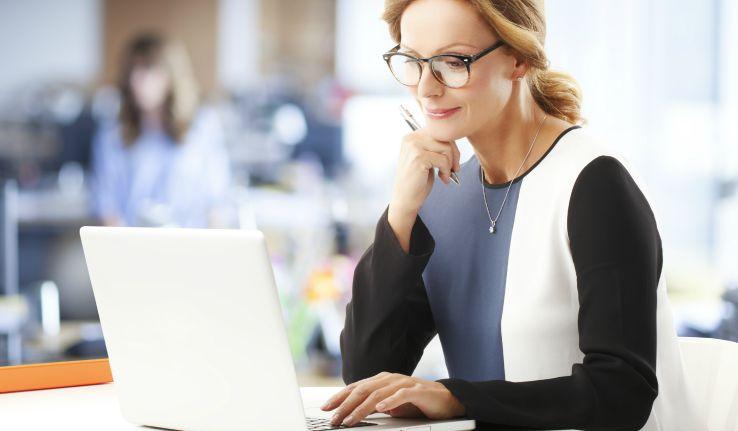 Professional Makeup Artist Researching Way to Increase Makeup Artist Salary