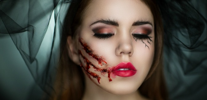Last-minute Halloween makeup for injuries