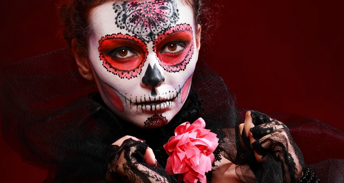 Last-minute makeup for sugar skull