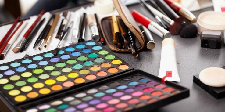 Bien-aimé Building Your Makeup Artistry Kit on a Budget FB79