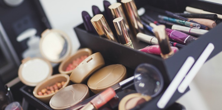 Makeup Blog Professional Makeup Artst Products You Don't want to Skimp On- Tools for Makeup Careers