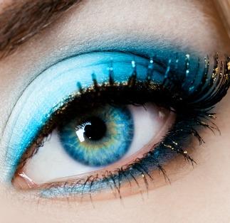 Blue eyeshadow makeup rules