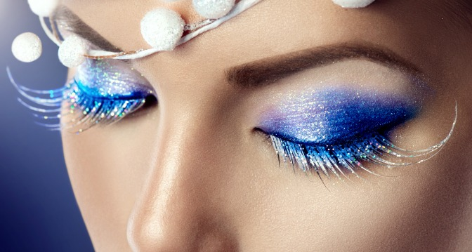 Blue glitter makeup look