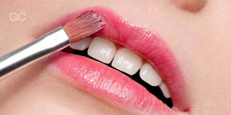 eyeshadow apply lip gloss