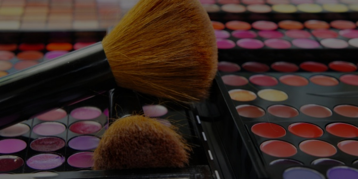 MAC vs. Sephora: Where Should You Work?