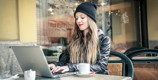 Makeup artist promoting her business online