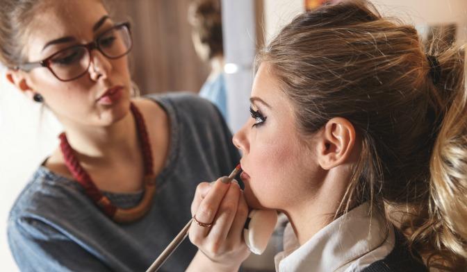 Makeup artist applying makeup to a freelance client
