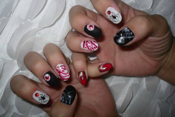 Halloween nail art by Isabelle Gagne
