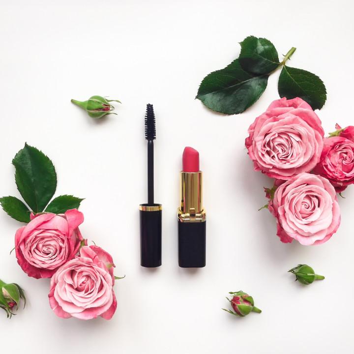 designing a makeup logo for your professional makeup business