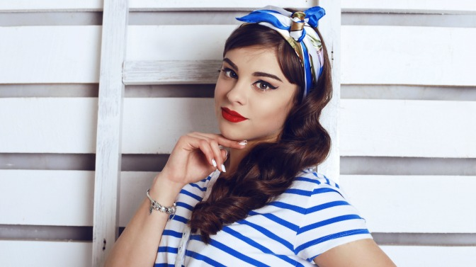 Going for that modern pinup look? Try relaxed curls and a vintage scarf