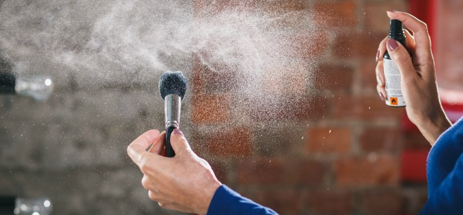 Spray-cleaning a makeup brush - is that all you need to do?