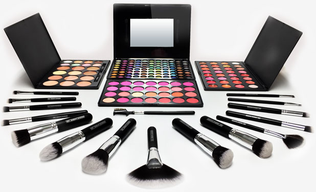 Free makeup kit for Master Makeup Artistry Course