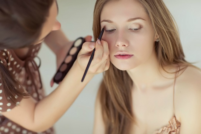 competitive-makeup-artist-reg-image