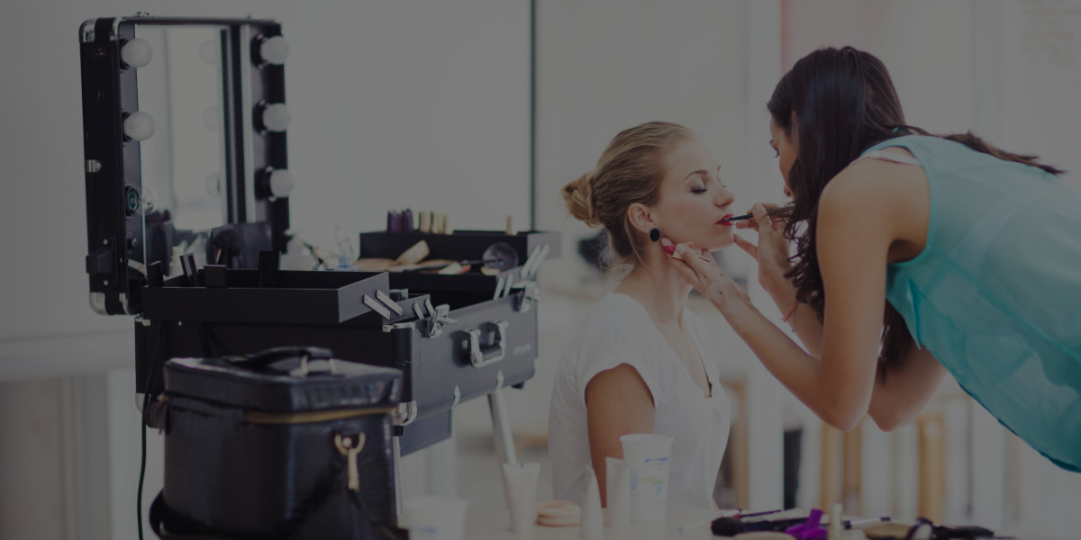 5 Things to Tell Your Makeup Client Before Her Appointment