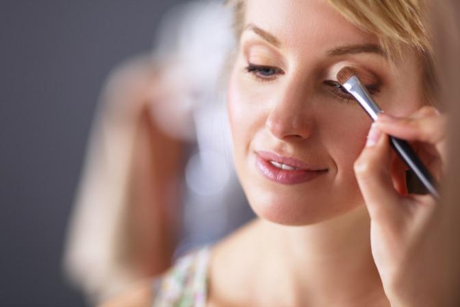 Nathan Johnson Ask Me Anything—Professional Makeup Artist Applying Shadow