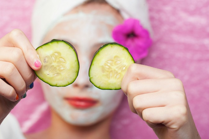 cucumber natural eye treatment as a vintage beauty secret