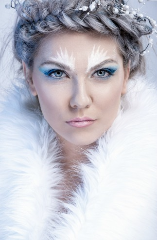 Winter glamour holiday makeup looks to try