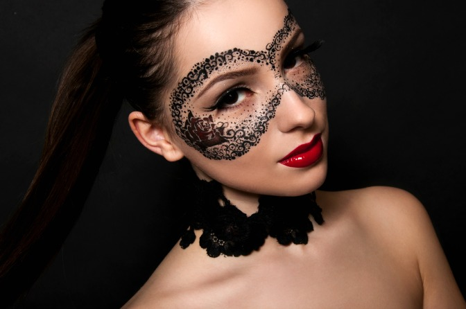 How to create a glamorous masquerade makeup look
