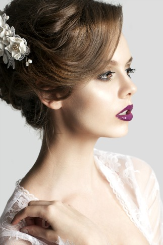 Learn to apply bridal makeup with online makeup artistry courses