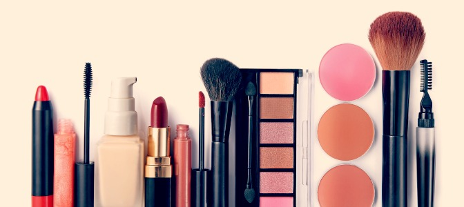What you need in your professional makeup artistry kit