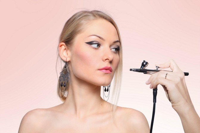 Benefits of using airbrush makeup for your makeup artistry clients