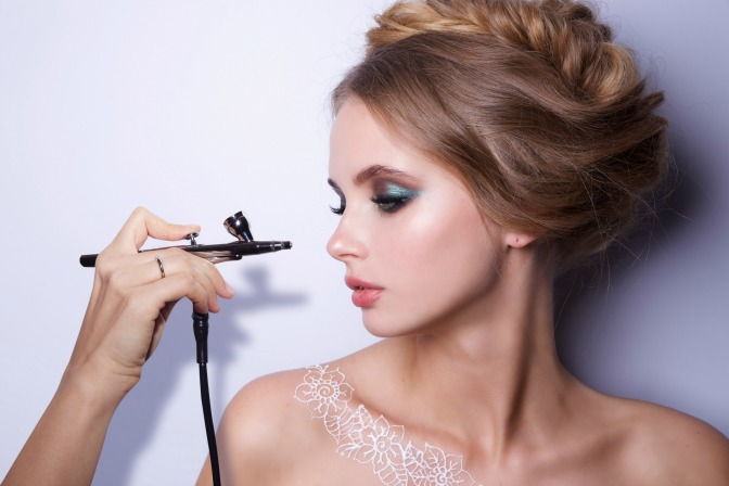 Where to get an airbrush makeup kit with your online makeup course