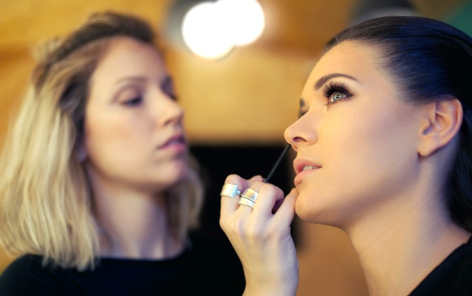 Learn to apply makeup for film and television