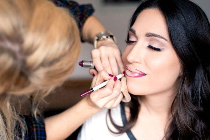 How to conduct a makeup consultation for your business