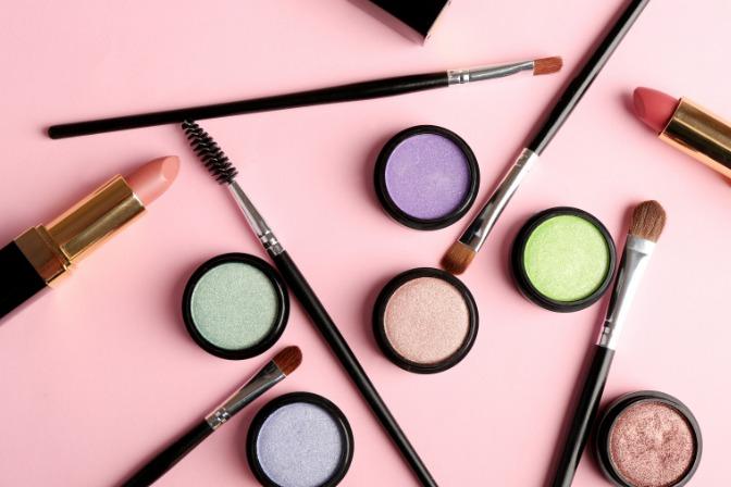 makeup artist qualifications