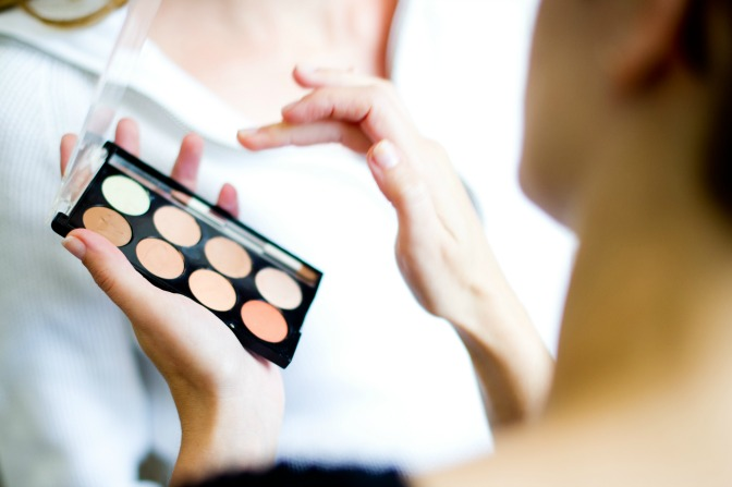 Learn makeup artistry skills with flexible makeup training schools