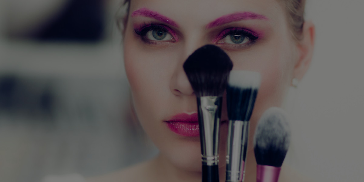 The RIGHT Way to Become a Makeup Artist Online