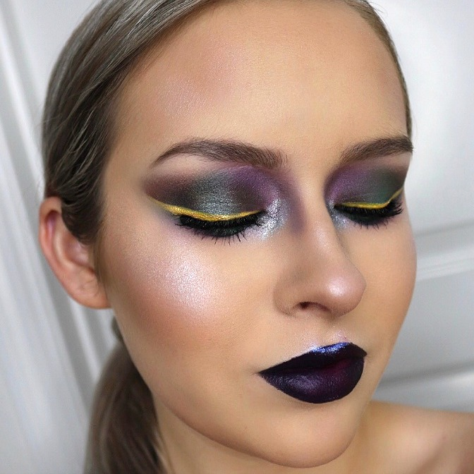 Learn professional makeup artistry online at QC Makeup Academy