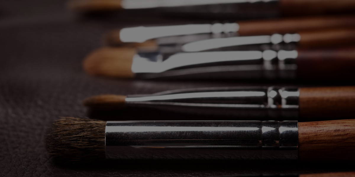 How to Set Up Your Makeup Studio