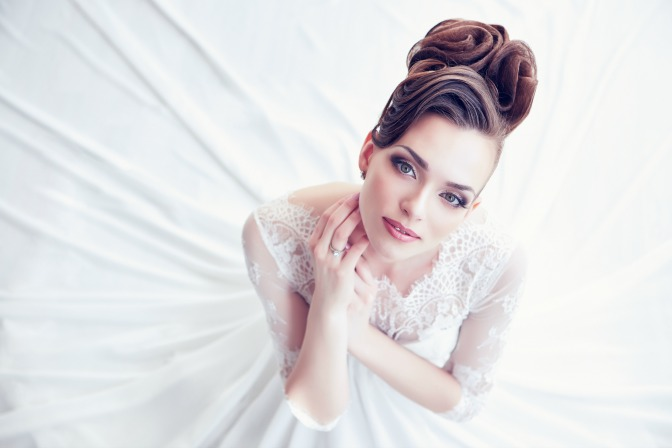 Natural light in bridal makeup photos