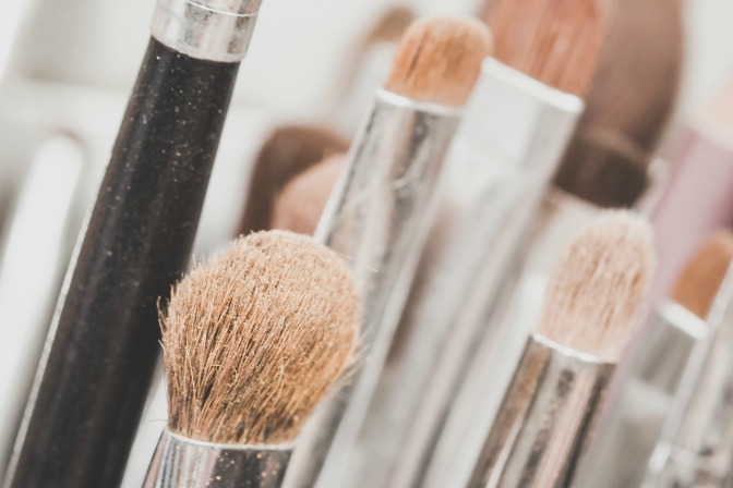 Makeup artist brushes and hygiene