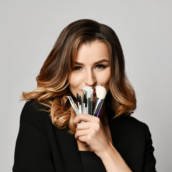 makeup license vs makeup certification for professional makeup artists to find makeup jobs