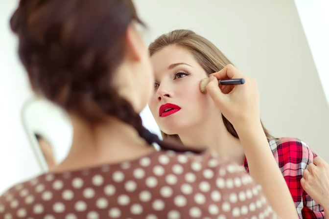 How to get a makeup certification from online makeup classes