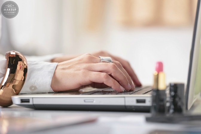 How to find makeup artist jobs online