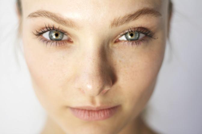 Bridal eyeshadow base