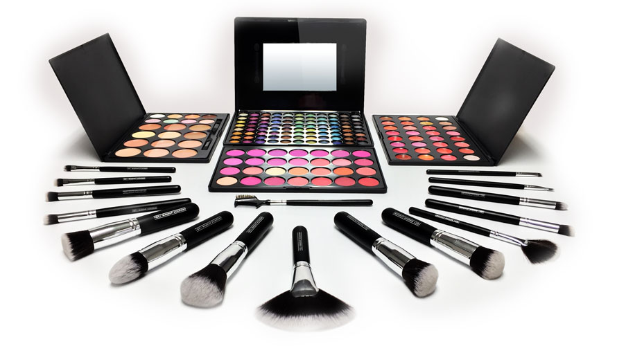 Free Professional Makeup Kit Included in QC's Online Makeup Artist Course