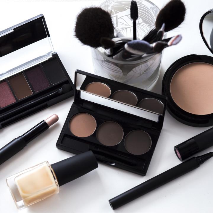 professional makeup kit of celebrity makeup artist nathan johnson of qc makeup academy
