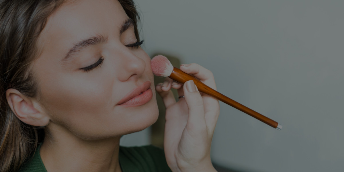 What to Include in a Makeup Artistry Contract